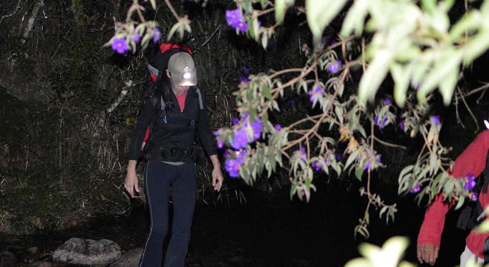 Início da caminhada, no rio perto da Toca do Lobo