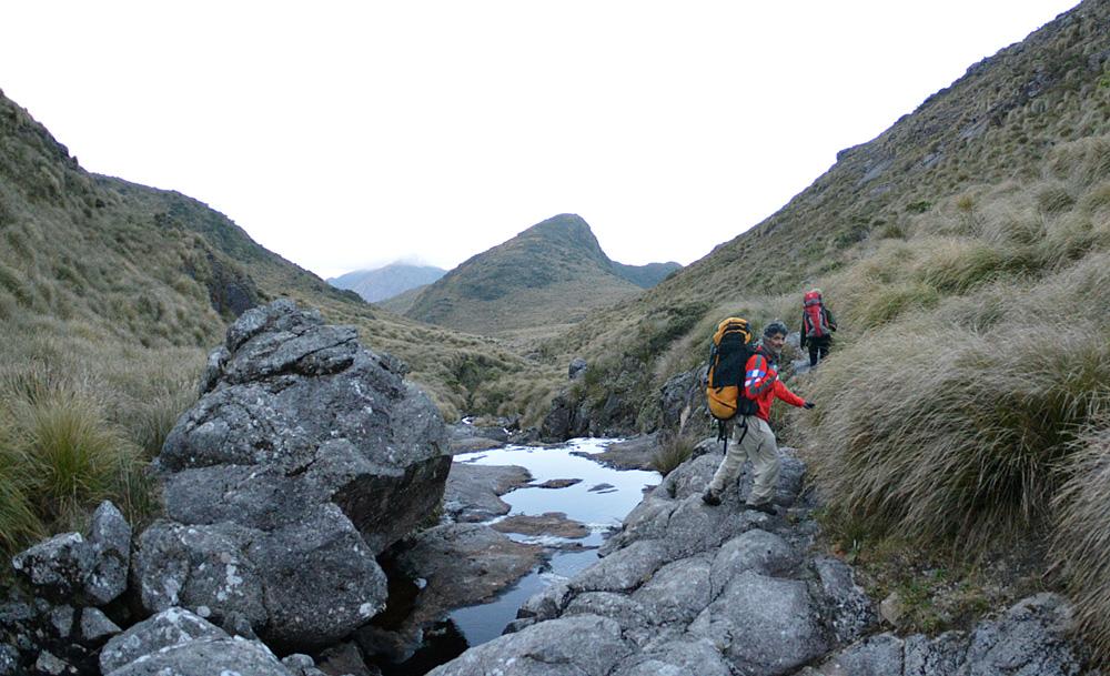 Seguindo o rio do Ruah, último ponto para pegar água até o final do trekking
