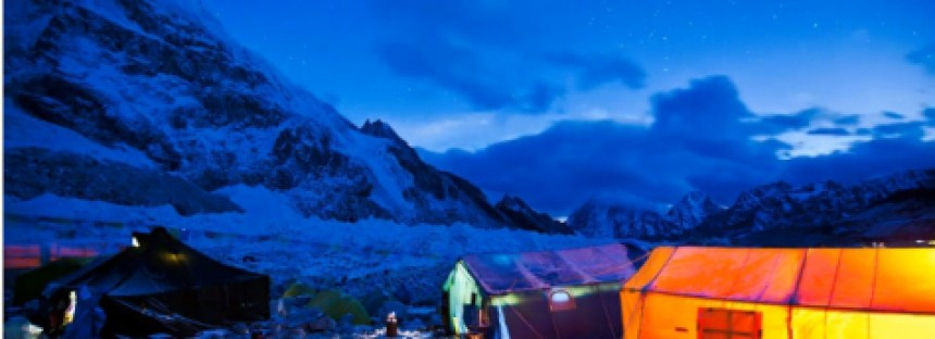 Time lapse revela a beleza do Everest durante a noite