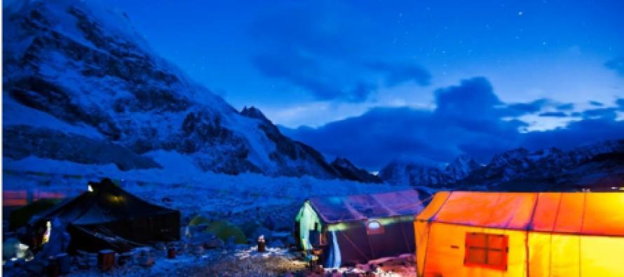 Time lapse revela a beleza do Everest durante a noite