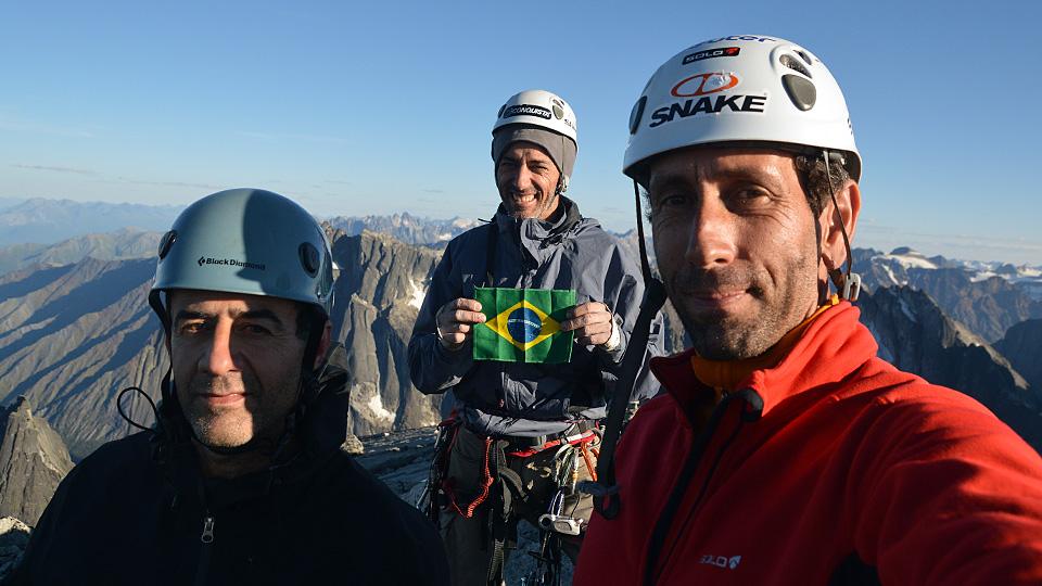 Fernando, Valdesir e Eliseu no topo da Lotus Flower Tower, Canadá
