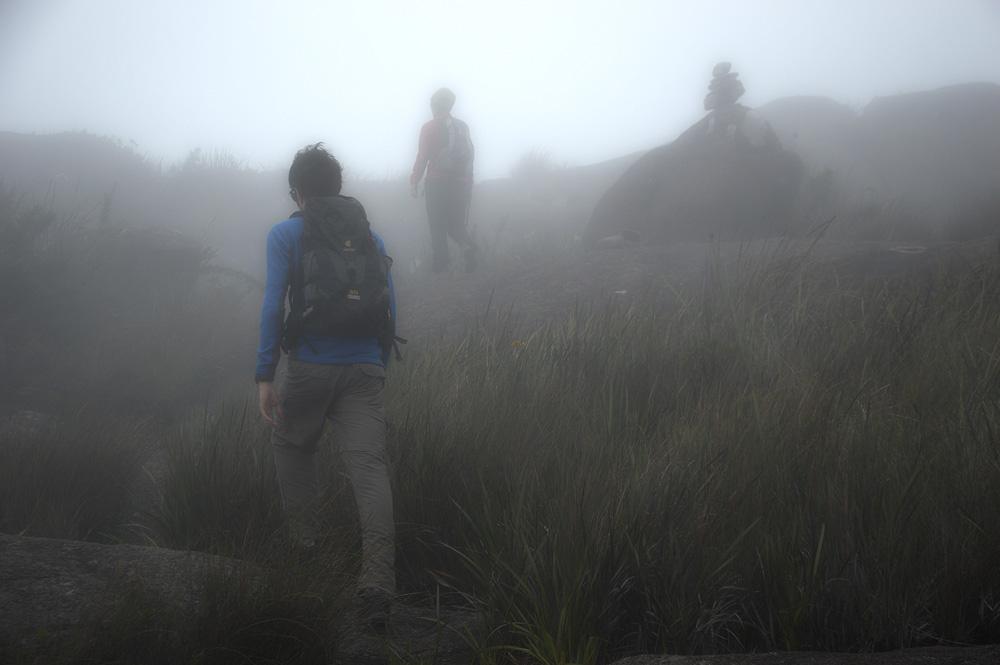 Neblina que dificulta a orientação.