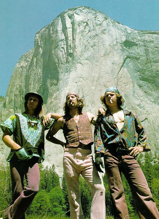 Billy Westbay, Jim Bridwell e John Long, após a primeira ascensão de um dia da via The Nose no El Capitan