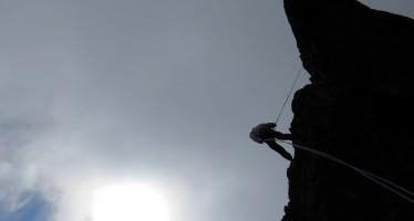 Nós errados e escaladores com vocação pra defunto