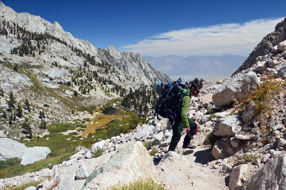 Mudança de paisagem. Os pinheiros do Lower Boy Scout ficando para trás, e o cinza do granito dominando a área acima dos 3.500m