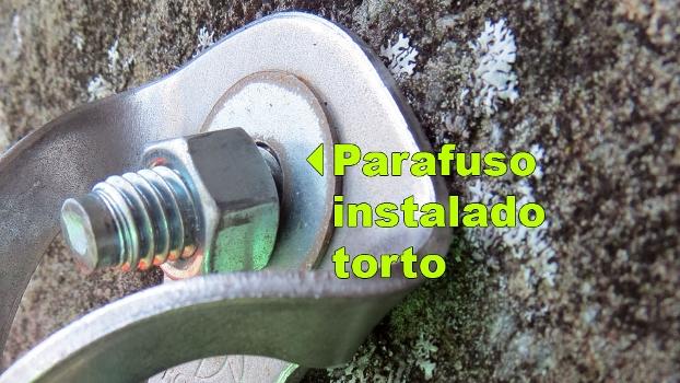 Parabolt fora do ângulo de 90° em relação à rocha.