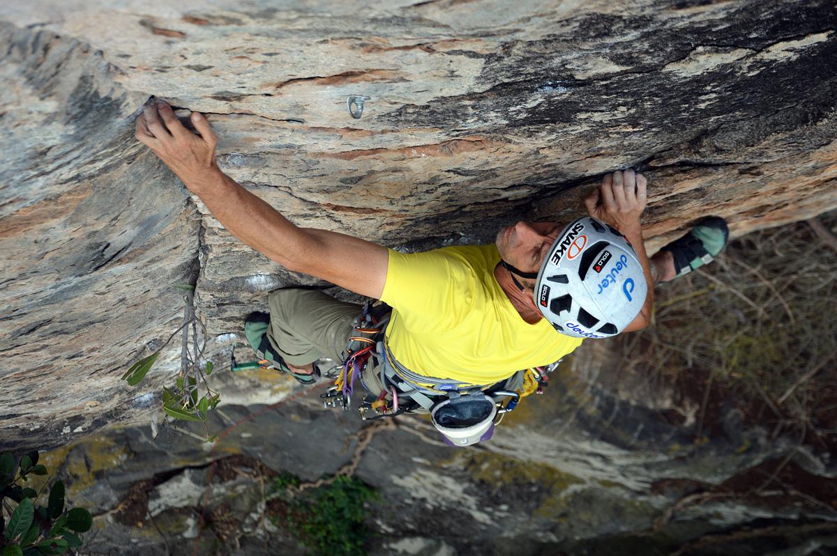 """A nova """"Respeito"""". Nome dado após um incidente envolvendo escaladores que infringiram as regras de uso do local, causando o fechamento temporário da pedra. Imagem: Vitor B. Frechou"""
