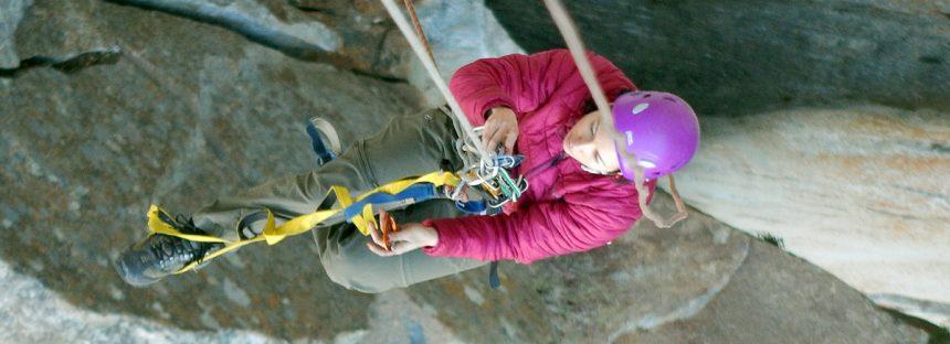 Ascensão por cordas com blocantes mecânicos