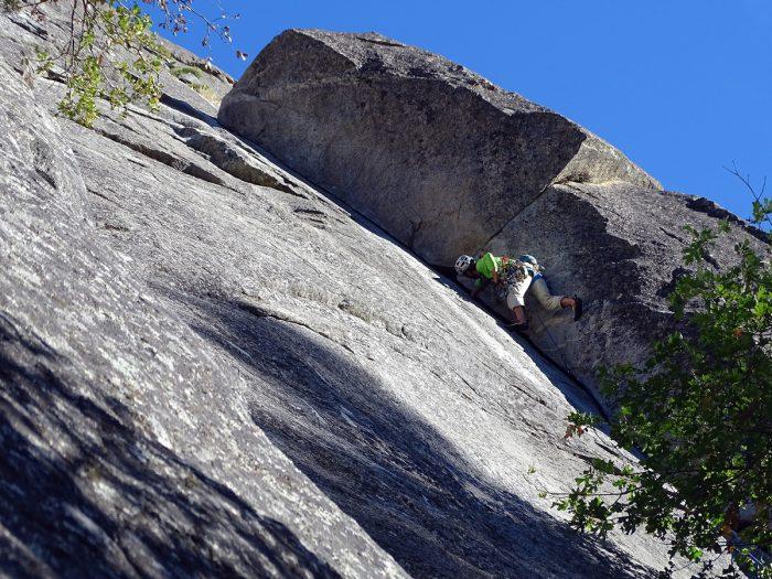 "Diedro da primeira enfiada da ""Nutcracker"". Yosemite, Califórnia."