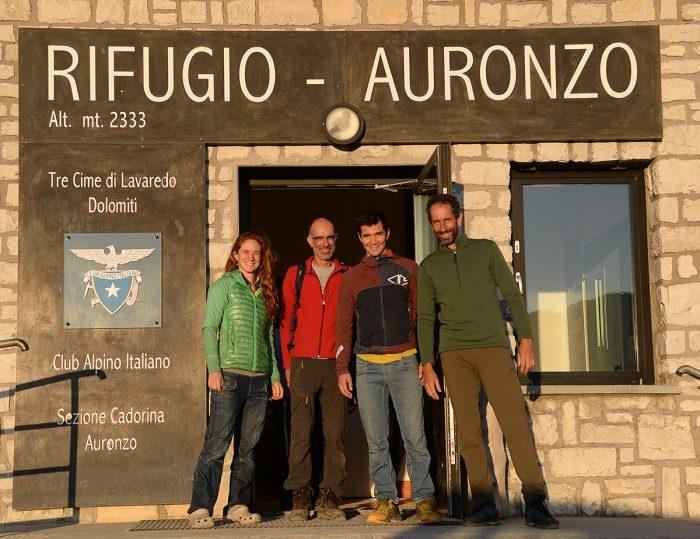 O time da frente do abrigo do Clube Alpino Italiano