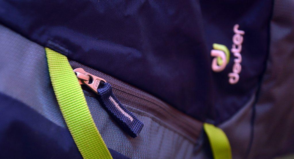 A Rope Bag tem bolso externo, para pequenos objetos, chaves ou mesmo carteira ou celular.