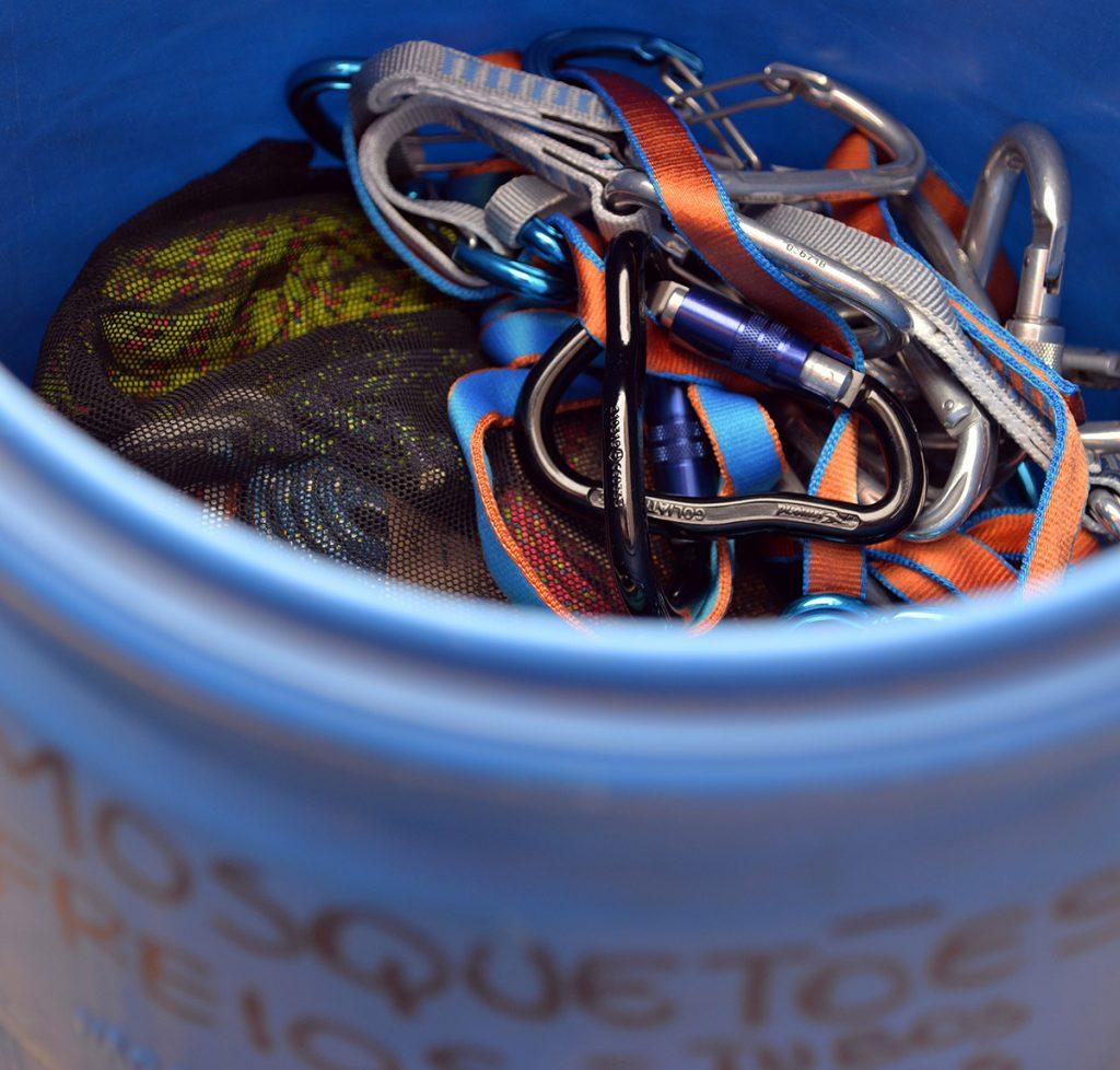 Ferragens com fitas ou coloridas também tem que ficar no escuro