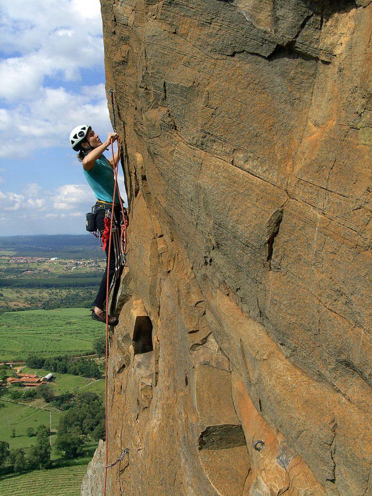 Lisete escalando no Cuscuzeiro em Analândia, SP