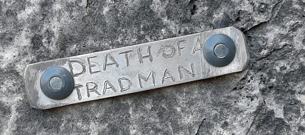 Nomes das vias gravadas em placas e fixadas nas bases também são uma característica de EPC