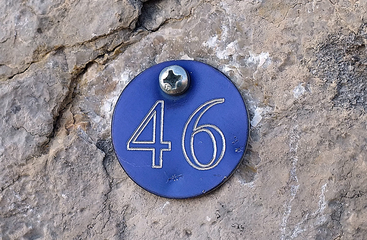 Precisa de placa ou guia para identificar o número da via. Resolve em parte. Arco, Itália.